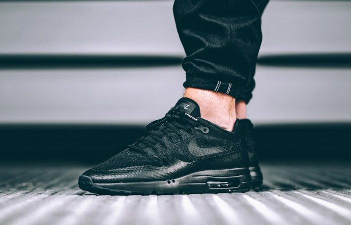 air max ultra flyknit black