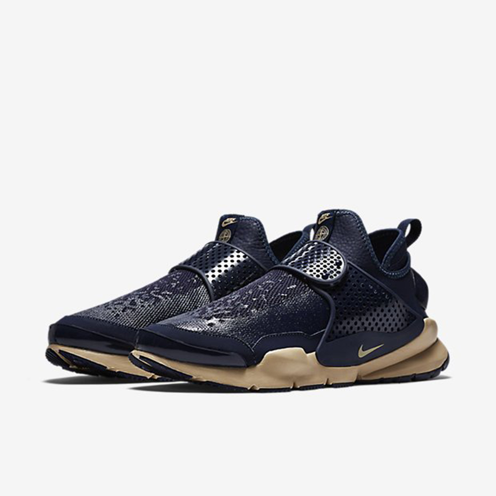 a4c48cf8af52d Nike Sock Dart Mid x Stone Island Official Look 02. The Triple Black ...