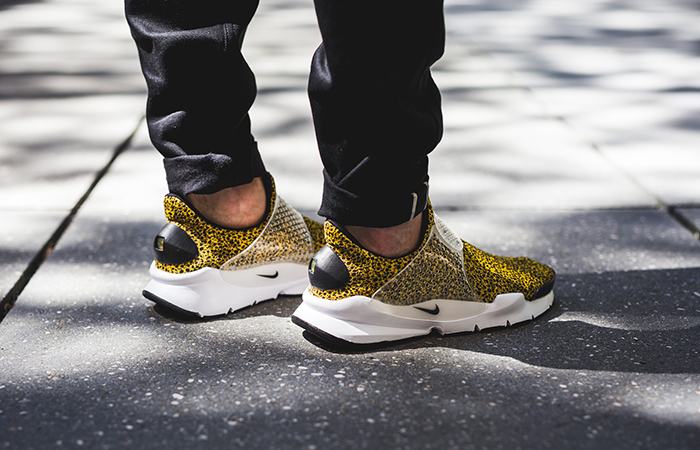 beaf758e ... Nike Sock Dart Safari Gold 942198-700 a ...
