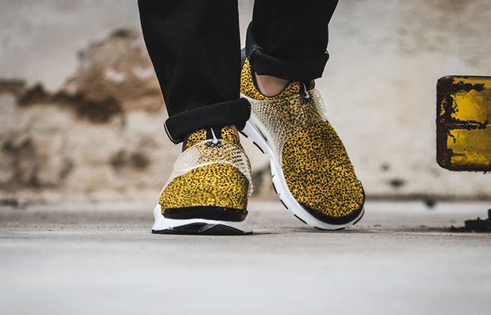 cc085d15 ... Nike Sock Dart Safari Gold 942198-700 c ...