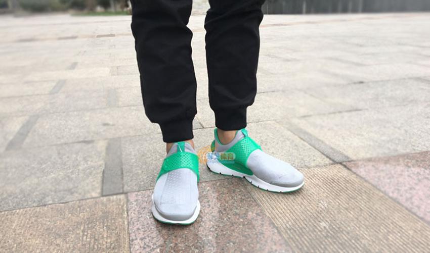 Nike Sock Dart Wolf Grey Stadium Green – £59