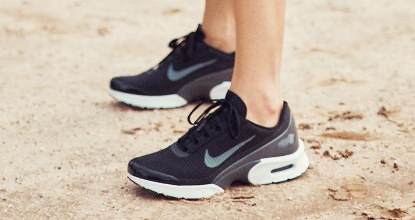 Nike Womens Air Max Jewell Black White – £49