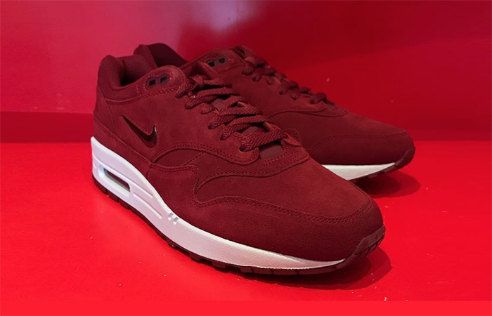 Nike Air Max 1 Jewel Red Suede First Look 918354-600 Buy New Sneakers  Trainers 6aca4e6b8d