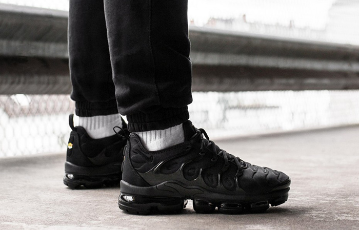 Nike Air VaporMax Plus Black 924453-004 Buy New Sneakers Trainers FOR Man Women in United Kingdom UK Europe EU Germany DE 05