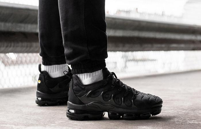 Nike Air VaporMax Plus Black 924453-004 Buy New Sneakers Trainers FOR Man Women in United Kingdom UK Europe EU Germany DE 05