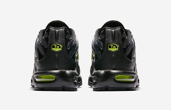 2a33dbdef4 ... Nike Air Max Plus SE Black Neon AJ2013-001 03 ...