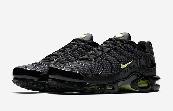 60c24724cd ... Nike Air Max Plus SE Black Neon AJ2013-001 04 ...