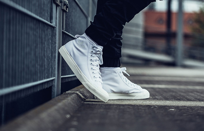 le dernier f6c4b 6c79b adidas Nizza High Triple White B41643