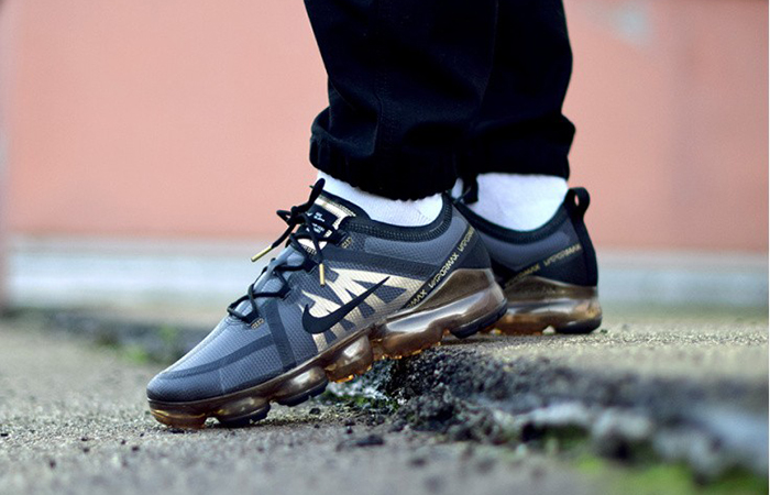 Nike Air VaporMax Black Gold AR6631-002