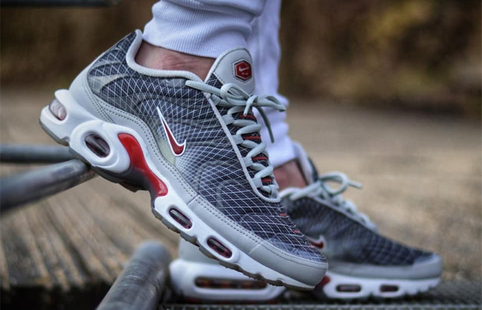 https://fastsole.co.uk/wp-content/uploads/2019/02/Nike-Air-Max-Plus-Grey-Red-BV1983-001-02-1.jpg
