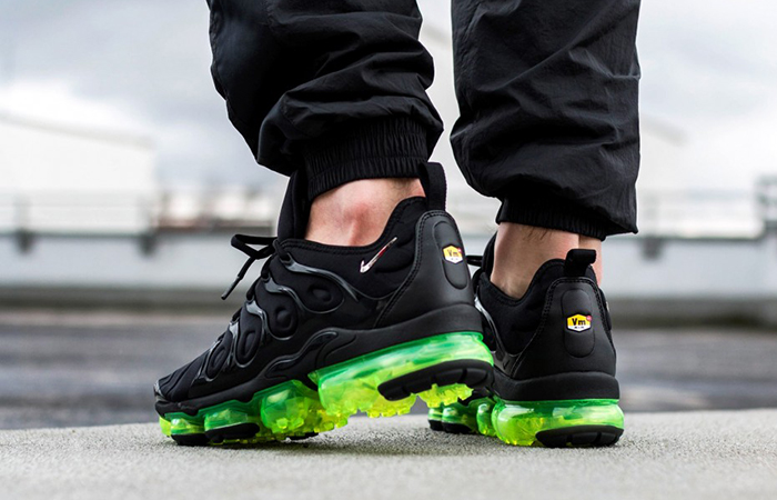 Nike Air VaporMax Plus Black Volt 924453-015 02