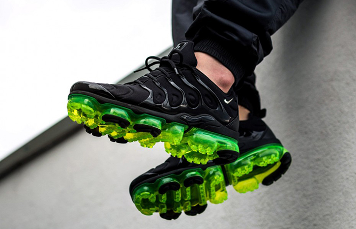 best service de1a7 eb9de Nike Air VaporMax Plus Black Volt 924453-015