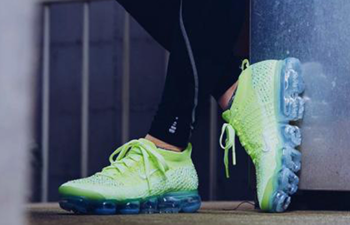Nike Womens Air VaporMax 2.0 Swarovski AT5673-700 02