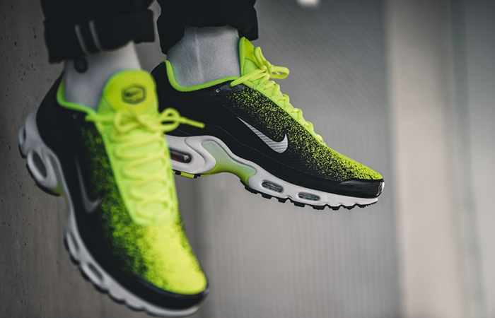 703216c7e9 ... Nike Air Max Plus SE Ray Green CI7701-700 02 ...