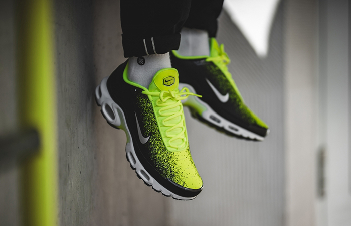 233fc8fe43 ... Nike Air Max Plus SE Ray Green CI7701-700 03 ...