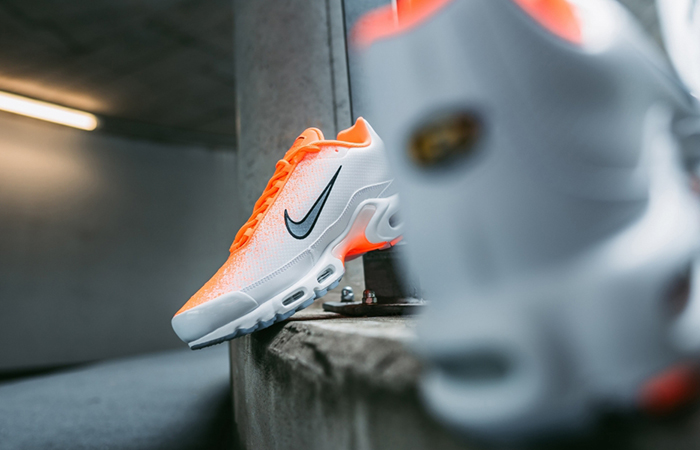 ee1997d8a5 ... Nike Air Max Plus White Orange CI7701-800 03 ...