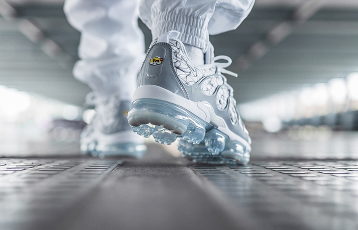 Nike Air VaporMax Plus Metallic Silver 924453-106