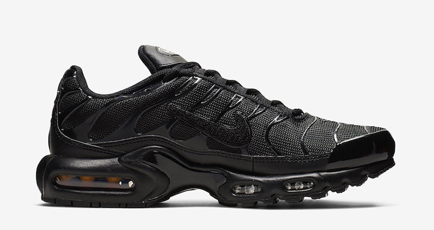 Nike Air Max Plus Is Releasing With Removable Metalic Gold Swooshes 02