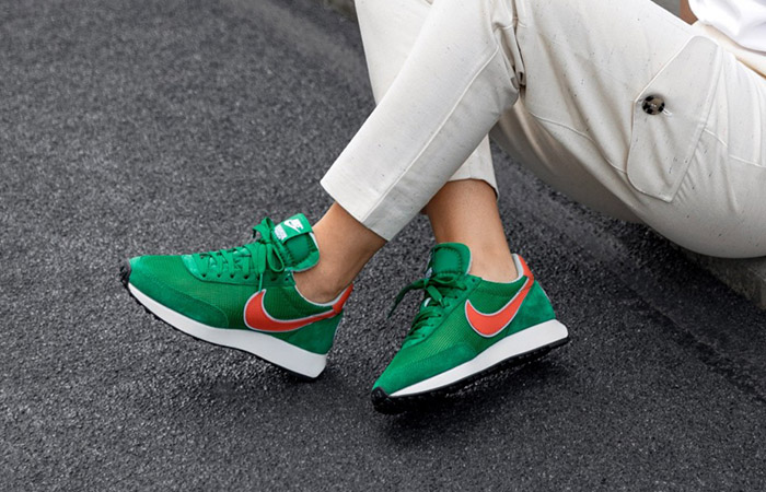 """Stranger Things Nike Air Tailwind 79 """"Hawkins High"""" CJ6108-300 on foot 01"""