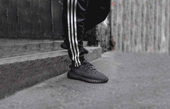 The adidas Yeezy 350 V2 Core Black ft