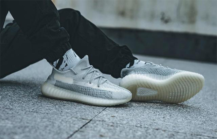 Yeezy Boost 350 V2 Cloud White FW3043 on foot 01