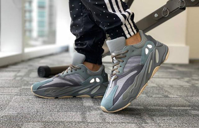 adidas Yeezy Boost 700 Teal Blue FW2499 on foot 01