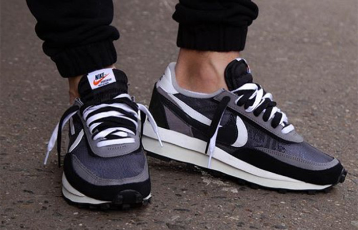 sacai Nike LDV Waffle Black on foot 01