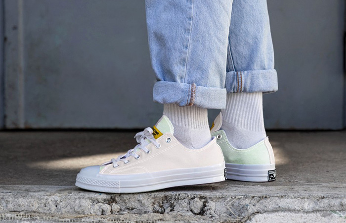 Chinatown Market Converse Chuck 70 Low 166599C on foot 01