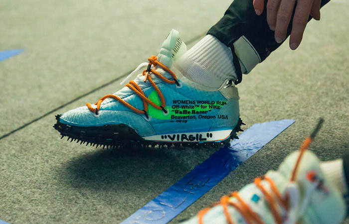Off-White Nike Waffle Racer Vivid Sky CD8180-400 on foot 01