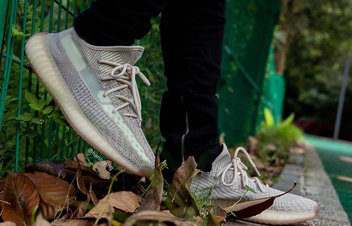 Yeezy Boost 350 V2 Citrin FW3042 on foot 01