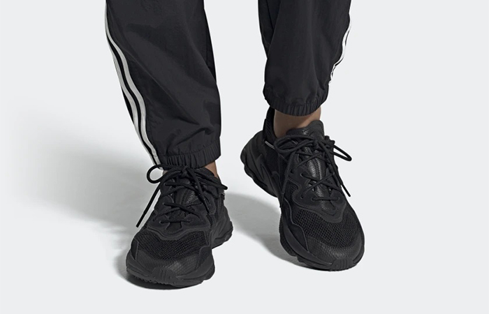 adidas Ozweego Core Black EE6999 on foot 01