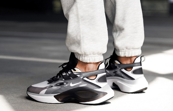 Nike Signal DMSX Black White AT5303-002 on foot 03