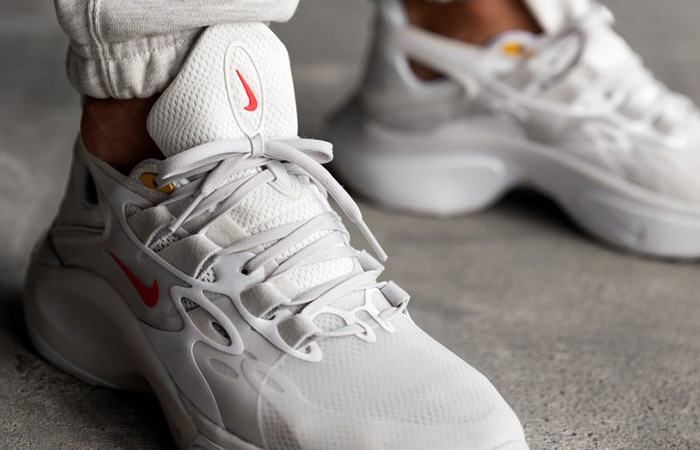 Nike Signal DMSX White Red AT5303-100 on foot 02