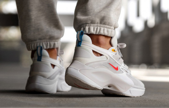 Nike Signal DMSX White Red AT5303-100 on foot 03