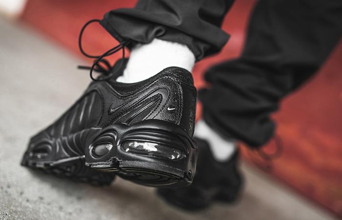Nike Air Max Tailwind 4 Triple Black AQ2567-005 on foot 03