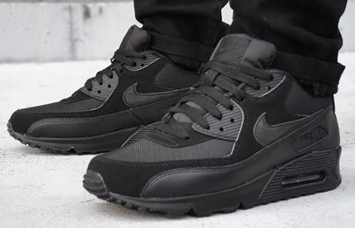 Nike Air Max 90 Core Black on foot 01