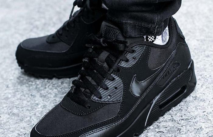 Nike Air Max 90 Core Black on foot 03