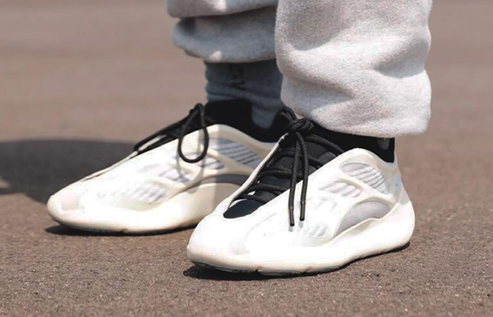 adidas Yeezy 700 V3 Azael on foot 01