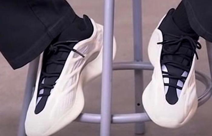 adidas Yeezy 700 V3 Azael on foot 02