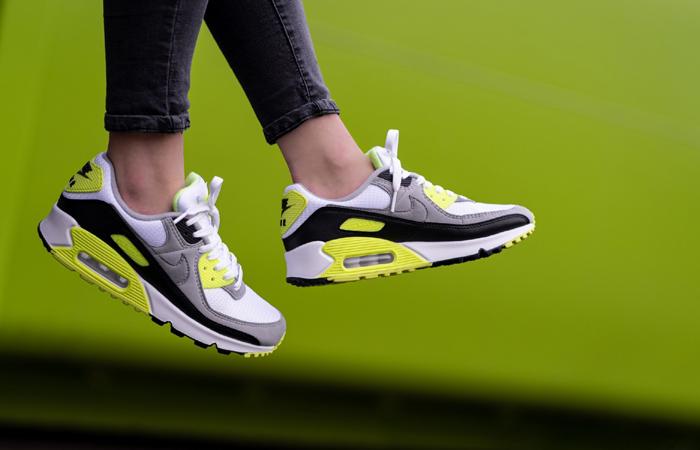Nike Womens Air Max 90 Yellow Grey CD0881-103 on foot 01