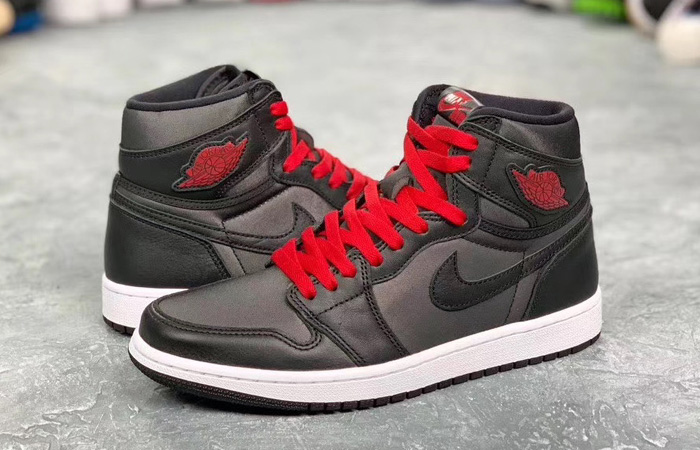 Nike Air Jordan 1 High Retro Black Satin 555088-060 03