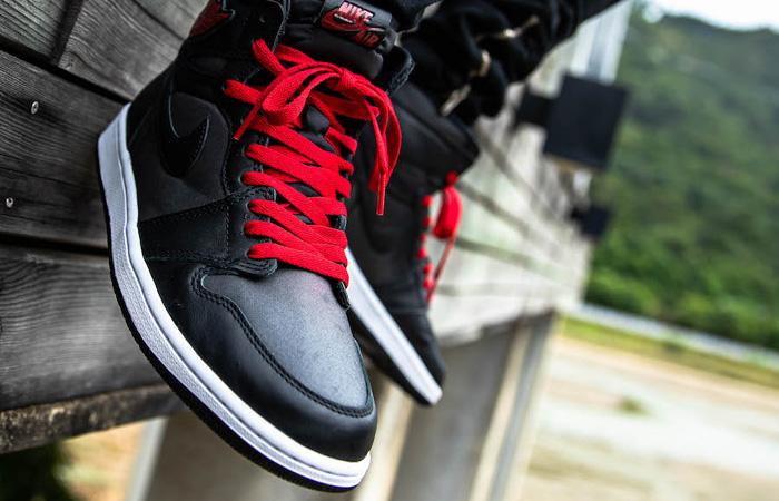 Nike Air Jordan 1 High Retro Black Satin 555088-060 on foot 01