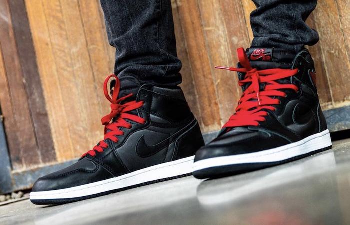 Nike Air Jordan 1 High Retro Black Satin 555088-060 on foot 02