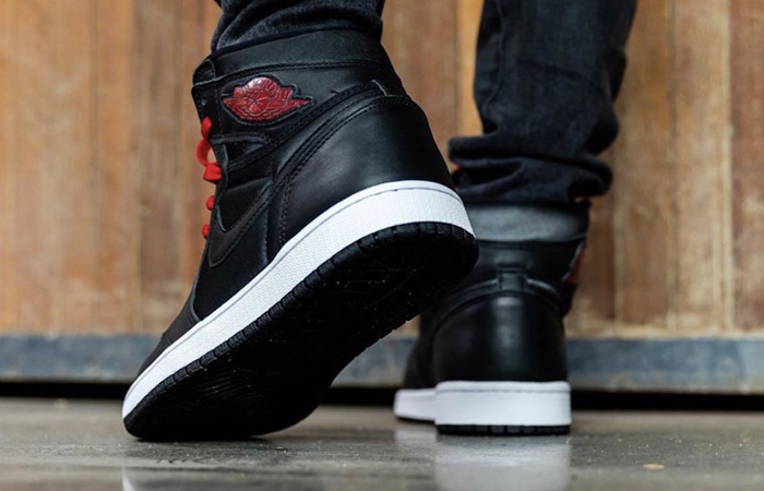 Nike Air Jordan 1 High Retro Black Satin 555088-060 on foot 03