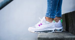 Few Hot Sneakers That Are Unmissable With Amazing Discount Prices!