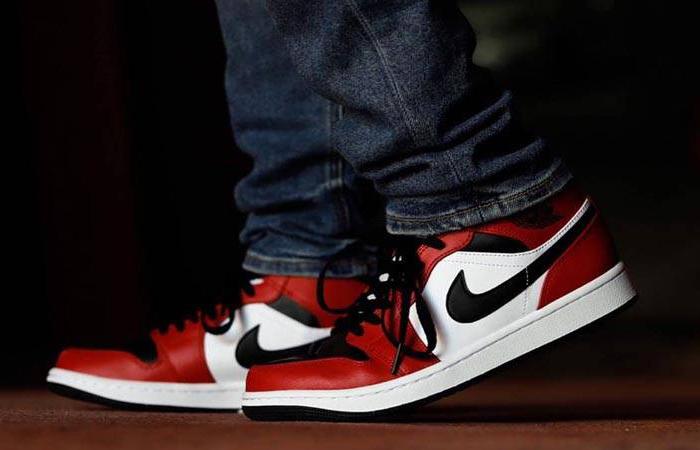Jordan 1 Mid Chicago Red Black Toe 554724-069 on foot 02