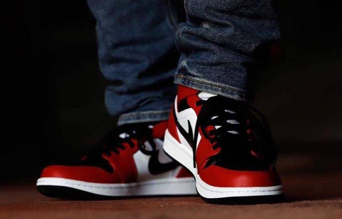 Jordan 1 Mid Chicago Red Black Toe 554724-069 on foot 03