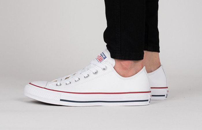Converse Chuck Taylor All Star Classic White M7652C on foot 01