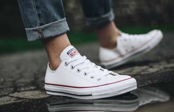 Converse Chuck Taylor All Star Classic White M7652C on foot 02
