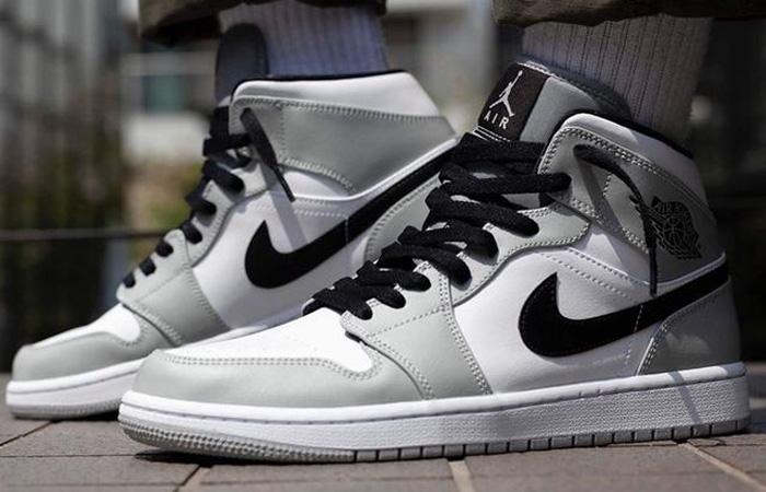 Jordan 1 Mid Smoke Grey Black 554724-092 on foot 01